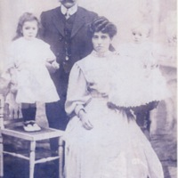 Baltasar and Ysabel González, with their children Carmen and José (Liverpool, c. 1910)
